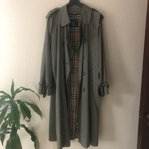 Authentic Vintage Burberrys of London Trench Coat!